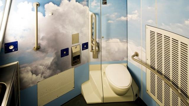 WC mit Wolken