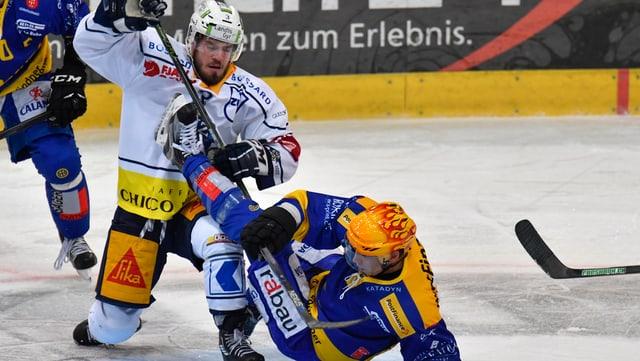 Malgrà tutta acrobatica: il HCD sto suttacumber al club da hockey da Zug.