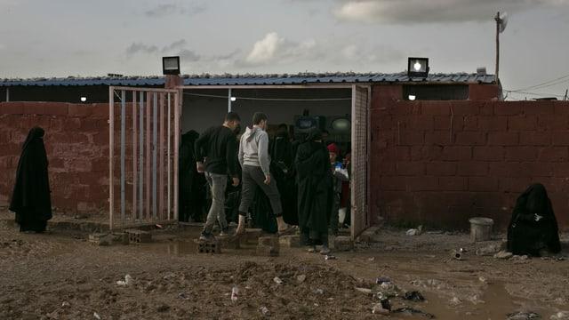 Kleiner Laden im al-Hol-Camp in Syrien, wo die Familien von IS-Kämpfern untergebracht sind.