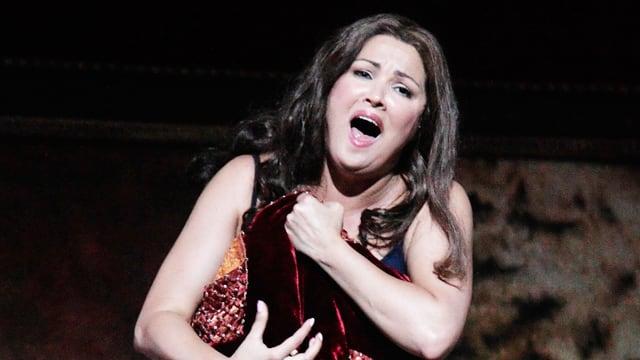 Anna Netrebko singt.