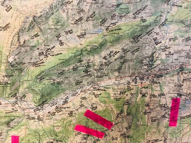 Eine Landkarte mit Post-it.