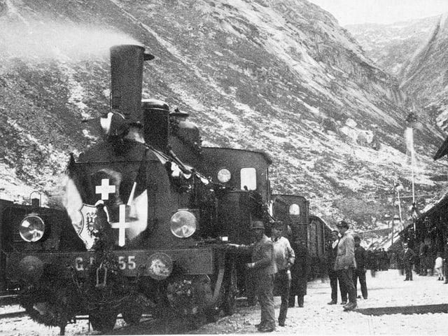 Die erste Gotthardbahn-Dampflokomotive am Bahnhof Göschenen.
