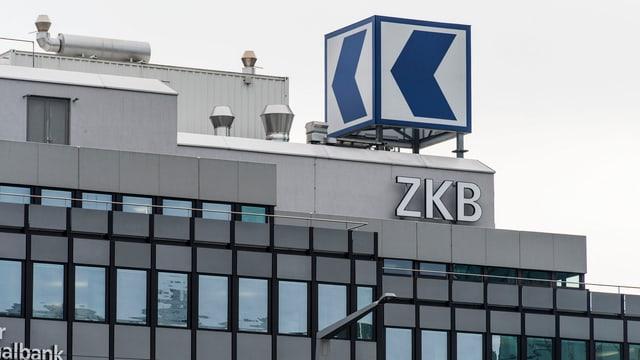 Das Logo der ZKB an der Zürcher Geroldstrasse.