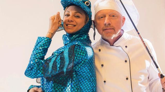 Lilly Becker im Hecht-Kostüm und Boris Becker als Fischer verkleidet.