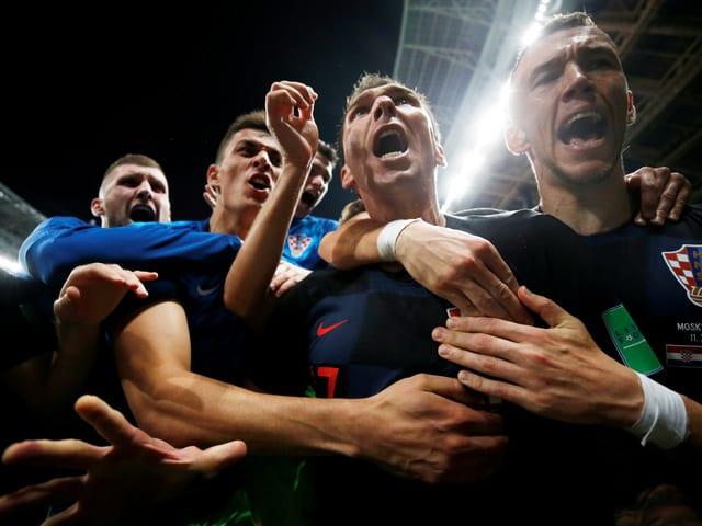 Mario Mandzukic nach dem 2:1 aus der Perspektive des AFP-Fotografen.