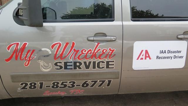 «My Wrecker»: Auto eines Aufräumdienstes.
