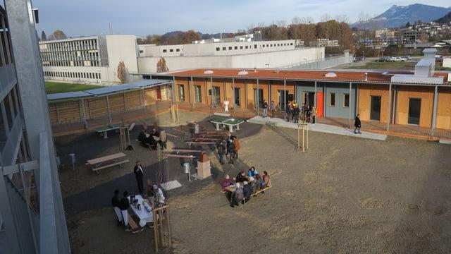 Das Asylzentrum Grosshof von aussen.