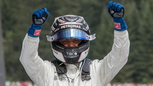 Il pilot da Mercedes Valtteri Bottas giubilescha suenter sia victoria a Spielberg.