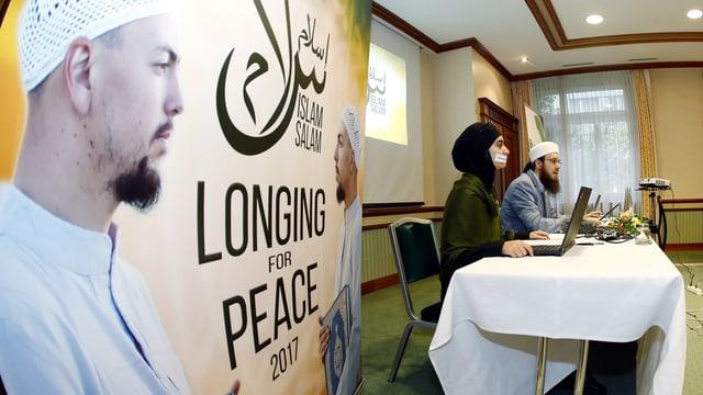 Der islamische Zentralrat informiert an einer Medienkonferenz über die Absage seines Anlasses in Zürich.