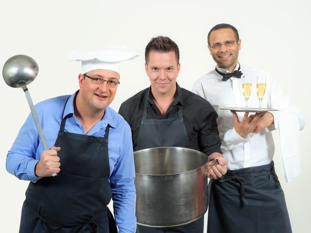Michael Brunner, Sven Epiney und Mike La Marr in Kochkleidung.