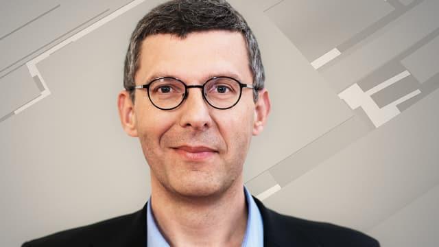 Porträt-Aufnahme eines Mannes mit Brille