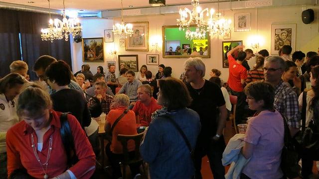 Die Bar ist das Herzstück des Jugendhauses und von Donnerstag- bis Samstagabend für Leute ab 16 Jahren geöffnet.