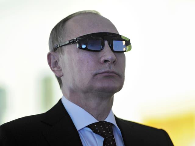 Putin mit Laborbrille in St. Petersburg.