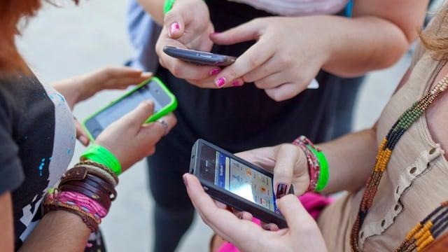 Jugendliche Smartphone-Nutzer
