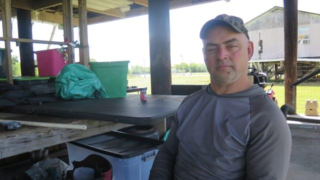 Chris Burnett im Rollstuhl auf seiner Veranda.