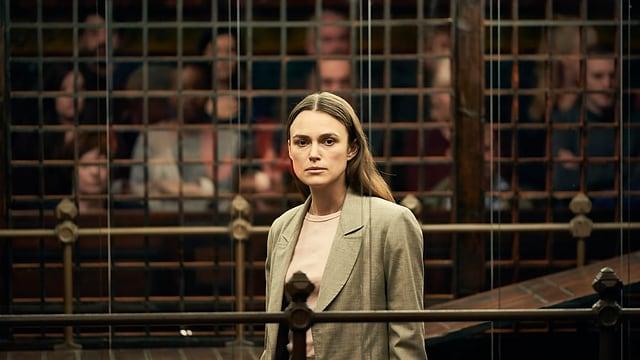 Katharine auf der Anklagebank.