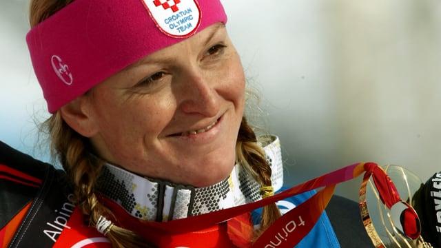 Janica Kostelic mit einer Gold-Medaille.