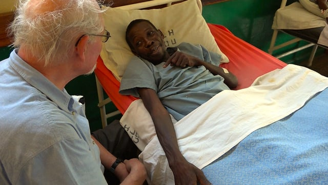 Missionar in einem Spital in Afrika.