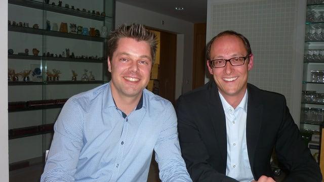 Il nov president da l'uniun Opera Viva Sursaissa Claudio Pfister (senester) cun il president partent Martin Candinas.