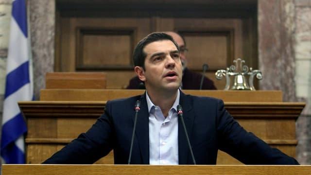 Alexis Tsipras sper la bandiera grecca