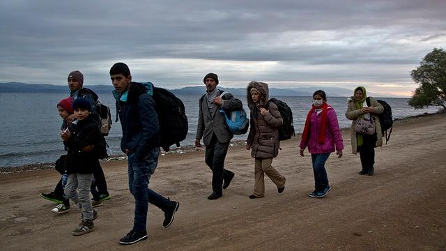 Ina gruppa da fugitivs ch'èn arrivads sin l'insla greca Lesbos.