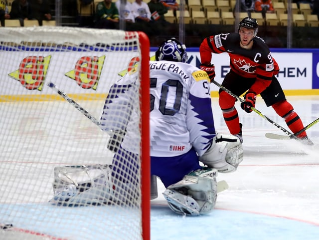 Kanadas McDavid erzielt ein Tor gegen Südkorea