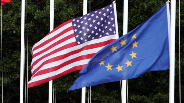 Las bandieras da l'UE e dals Stadis Unids.