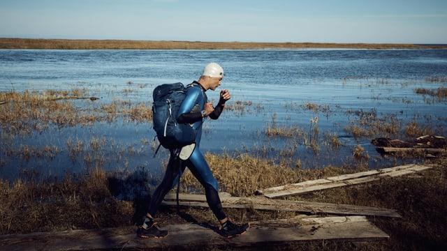 Ernst Bromeis am Ufer des Baikalsees