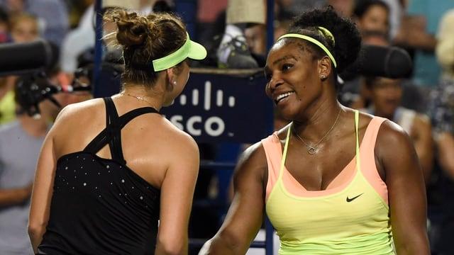 Serena Williams gratuliert Bencic zum Sieg.