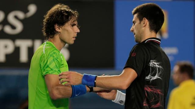 Rafael Nadal und Novak Djokovic nach dem Australian-Open-Final 2012
