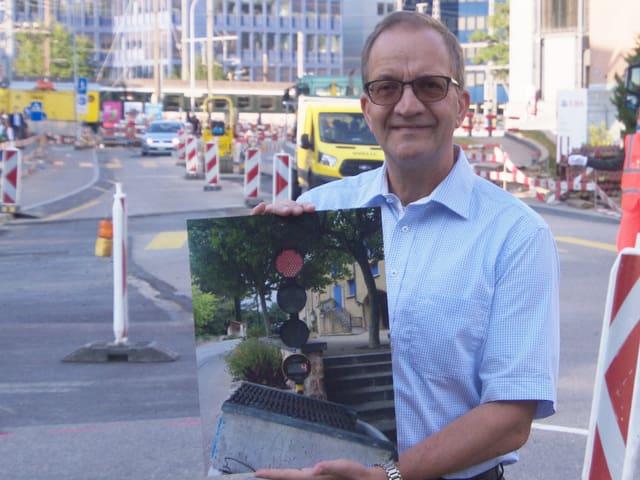 Kurt Sager mit Foto einer Ampel