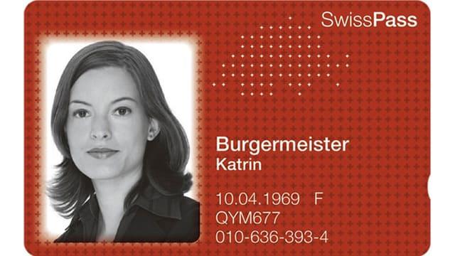 Rote Plastikkarte mit Passfoto und persönlichen Angaben.