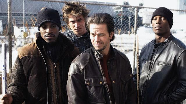 Vier Schauspieler spielen Brüder.