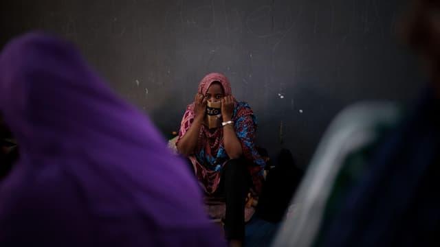 Migrantin in einem Gefangenlager bei Tripolis, Aufnahme aus dem Jahr 2012.