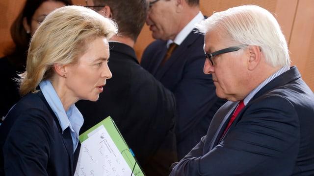 Aussenminister Frank-Walter Steinmeier und Verteidigungsministerin Ursula von der Leyen im Gespräch