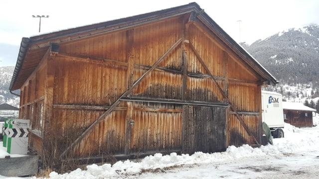 La halla d'ingiant a Zernez, fabritgà dal 1996