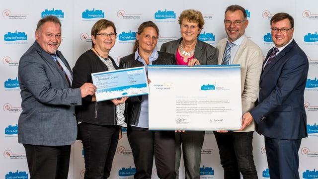 Der Gemeinderat Entlebuch bei der Übergabe des Energy Award GOLD in Fribourg.