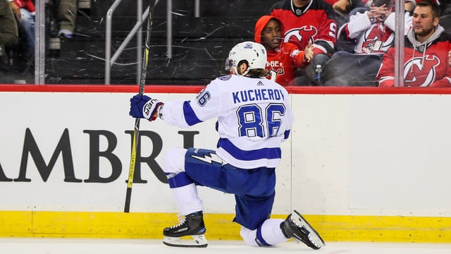 Nikita Kutscherow bejubelt einen Treffer.