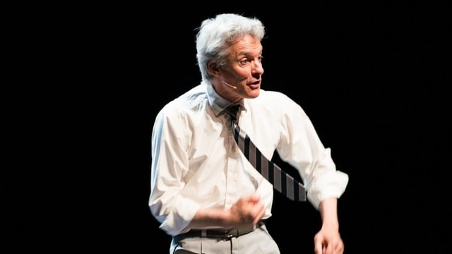 Der Künstler Gerhard Tschan auf der Bühne