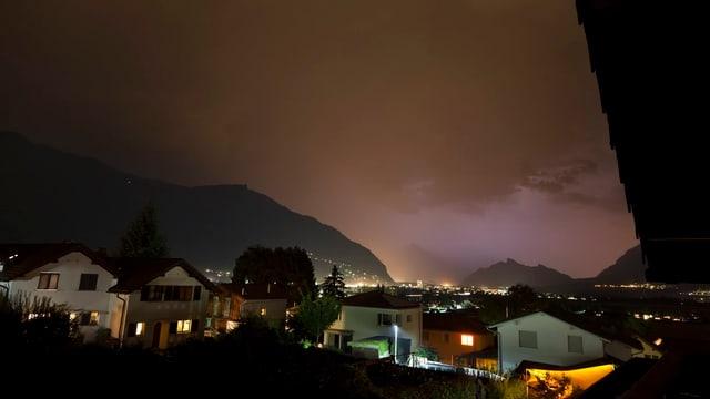 Lange Nacht über Igis und dem Sarganserland.