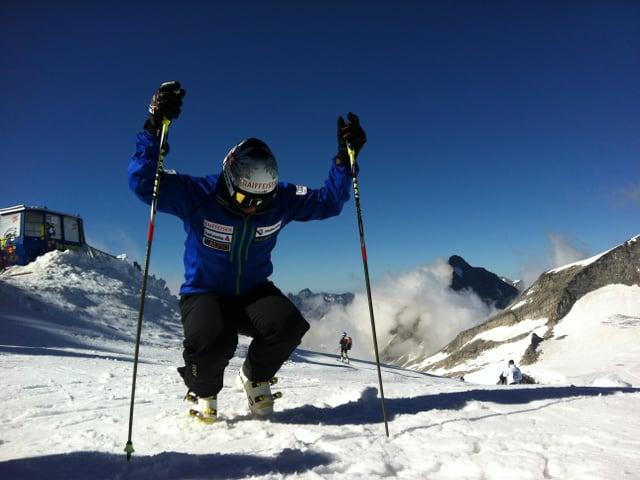 Konzentriert bereitet sich der 26-Jährige auf seine erste Übungseinheit auf Schnee vor.