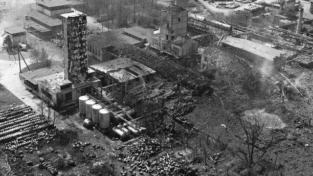 Luftaufnahme mit den zerstörten Gebäude