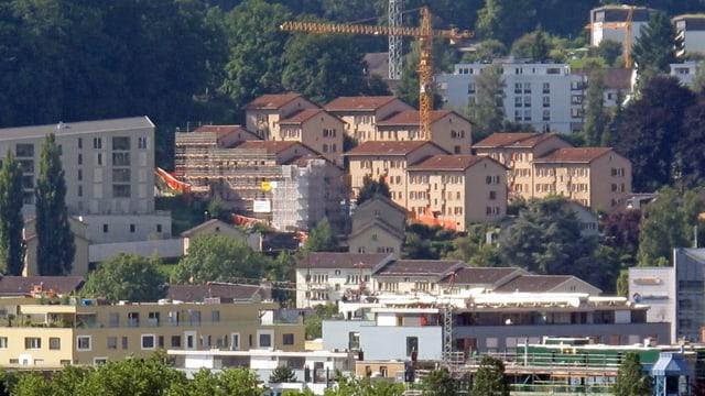 Quartier Weinbergli in der Stadt Luzern mit Baukränen.