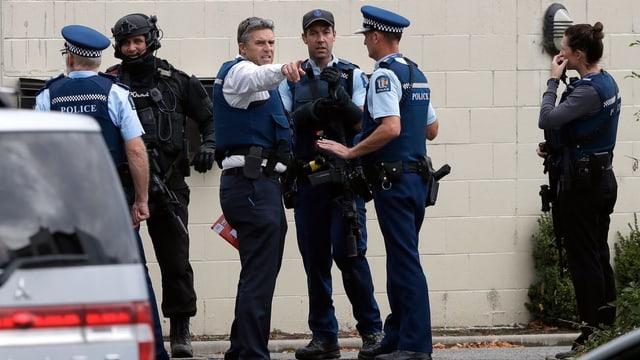 Polizia da la Nova Zelanda emprova da survegnir ina survista