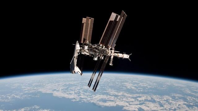 Die ISS Raumstation mit einem Space Shuttle