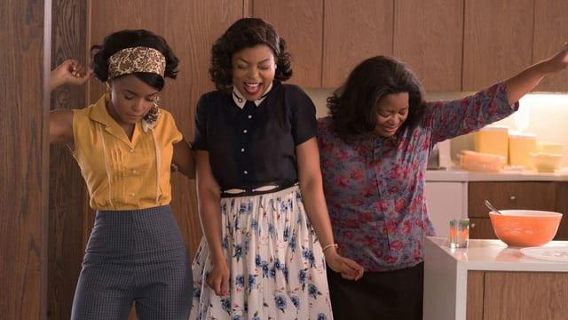 Mary, Katherine und Dorothy tanzen in der Küche.