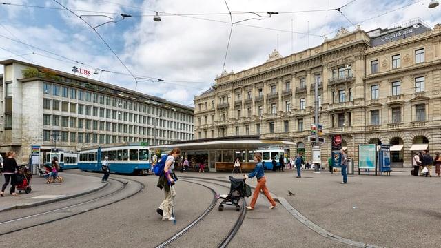 Zürcher Paradeplatz mit Hauptsitzen von UBS und CS