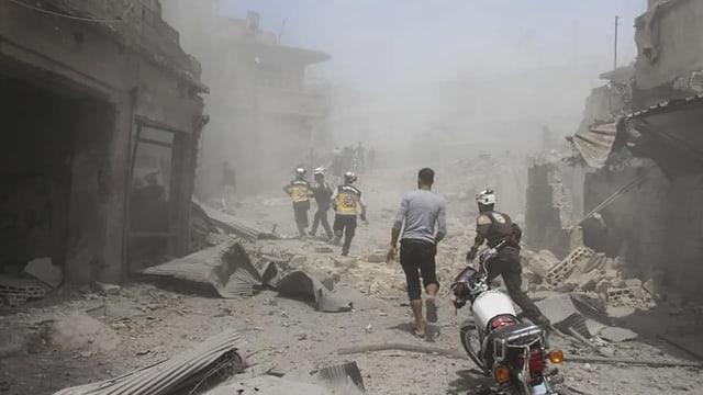 Bilder vom 11. Juli, nach Luftangriffen südwestlich von Idlib.
