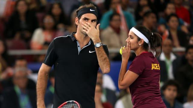 Federer und Mirza sprechen miteinander
