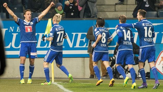 Der Fussballer Michael Frey jubelt mit dem FC Luzern über ein Tor.